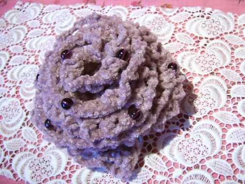 Zasněžená růže - fialová brož