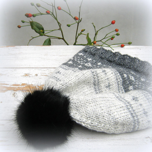 Vlněná čepice s vyplétaným vzorem