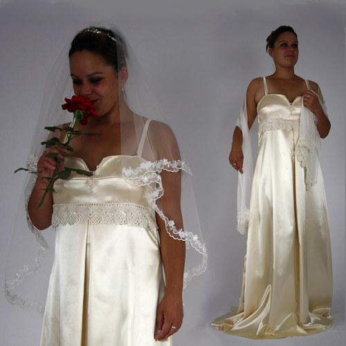 Svatební šaty smetanové