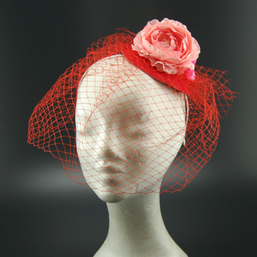 RED svatební klobouk s francouzským závojem