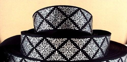 Stuha rypsová š.25 mm: Stříbrný ornament/černá