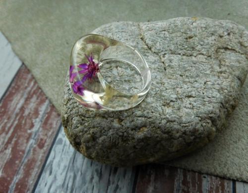 Prstýnek - Květ v pryskyřici......
