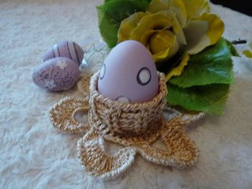 Háčkovaný svícen nebo košíček na vajíčko