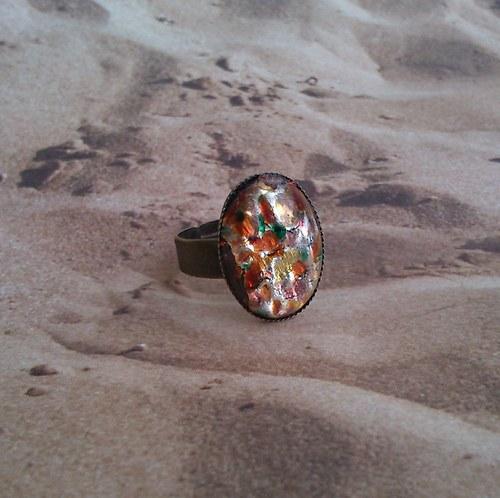 Starozlatý prsten s kamenem II
