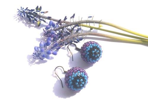 Černofialovomodré šité kuličky