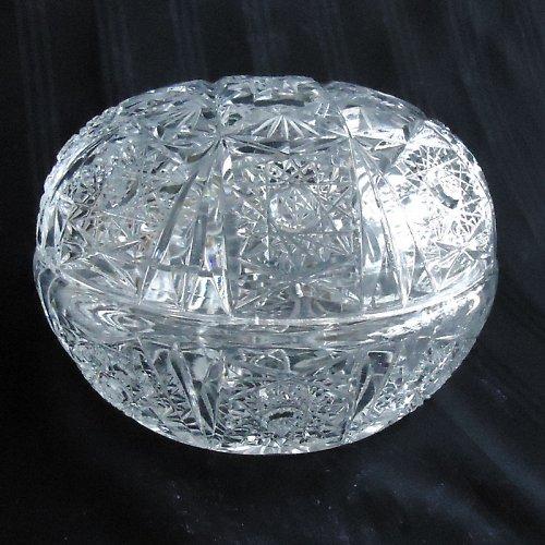Kulatá dóza broušené sklo