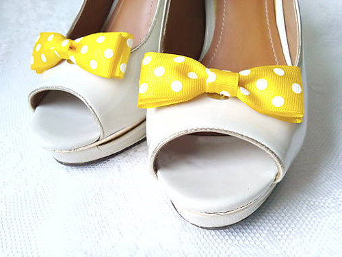 Pin Up shoe clips (yellow/white polka dots)