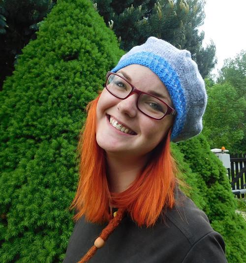 šedomodrý baret