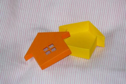 krabička domeček s okénkem