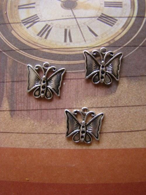Kovový přívěsek - motýlek
