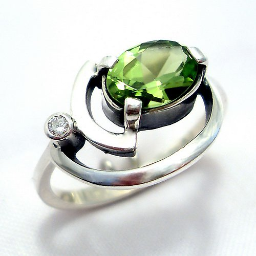 Prsten «Sputnik» - stříbro 925, přírodní olivín