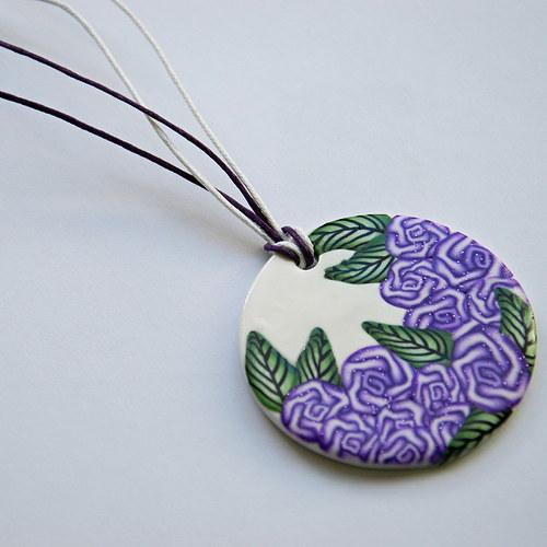 Náhrdelník s fialovými kvítky