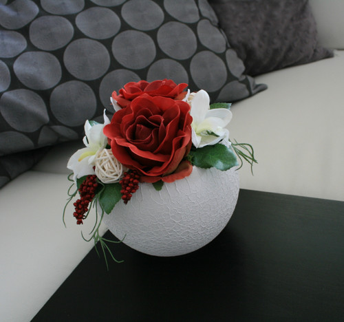 Koule s růžemi a orchidejemi červenobílá
