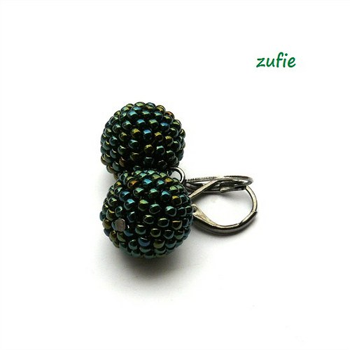 Kuličky kovově zelené