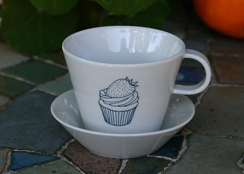 šálek s podšálkem ... kávička a cupcake