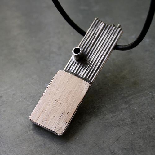 Náhrdelník se zkamenělým dřevem
