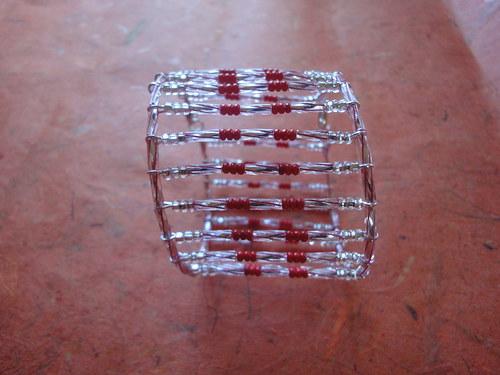 Žebrový náramek stříbrno-červený