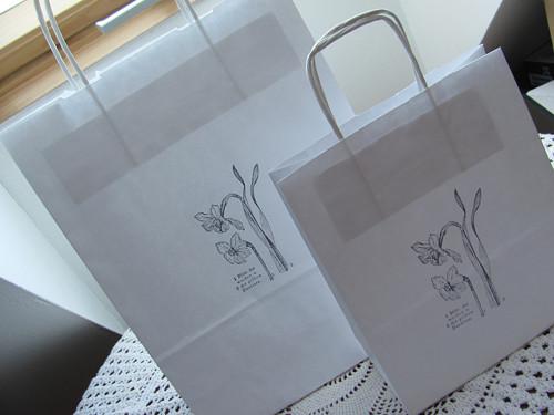 Papírová taška Narcisy - bílá velká