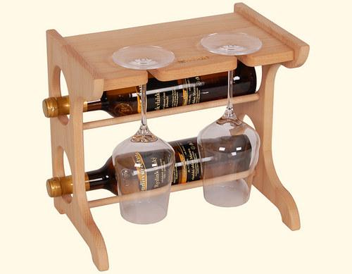 Dřevěná domácí vinotéka na dvě lahve