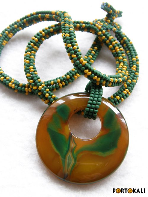 Zelenooranžový náhrdelník s achátovým donutem