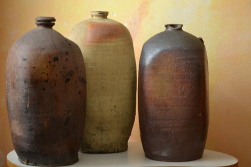 Tři keramické nádoby
