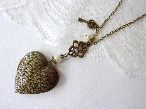 Medailónek pro štěstí s perličkami