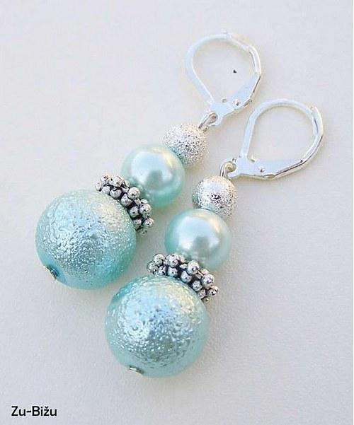 Svetlé tryskysové perličky