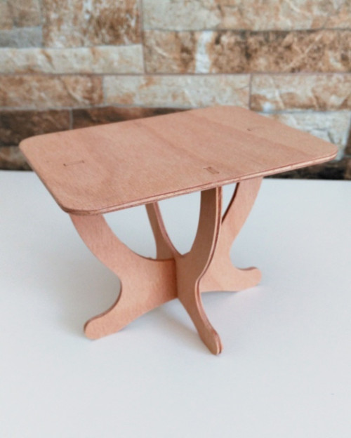 Stůl pro panenky