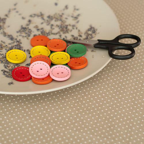 5 ks dřevěný knoflík mix barev