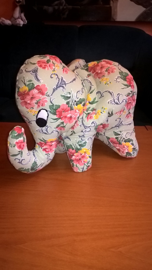 Slon látkový - květinový vzor