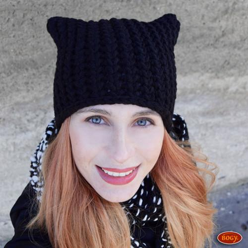 černá zimní háčkovaná čepice rohatá
