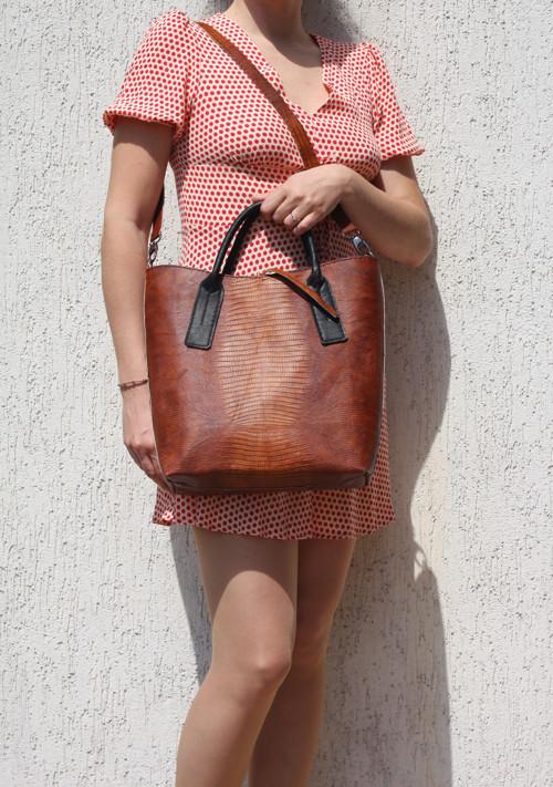Kaštanová hadí shopperka - ručně šitá kožená taška