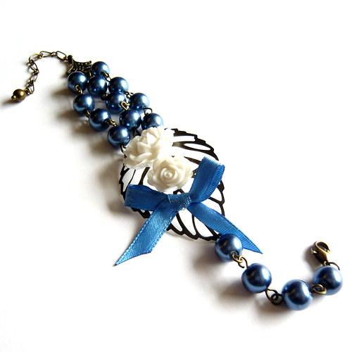 Romantický květinový náramek s modrými perličkami