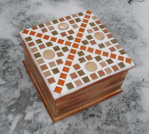 Dřevěná mozaiková krabička hnědo-oranž