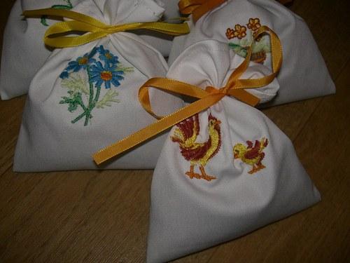 Jarní voňavé pytlíčky s levandulí zdobené výšivkou