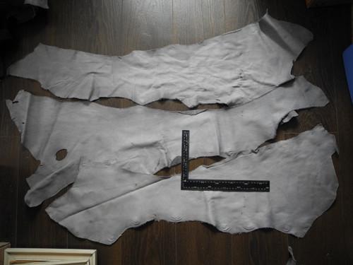 Odřezky kůže 1,5-2mm - šedá 3 velké kusy  (H7)