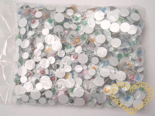 Různé plastové pohyblivé barevné oči - cca 600 ks