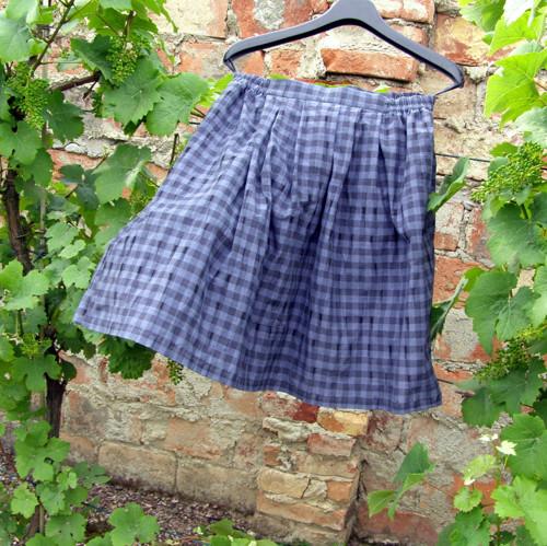 Šedá skládaná a do gumy sukně