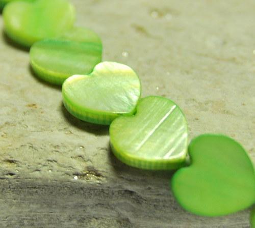 PER877 - Perleťové srdce 12mm /zelená tráva/2 ks