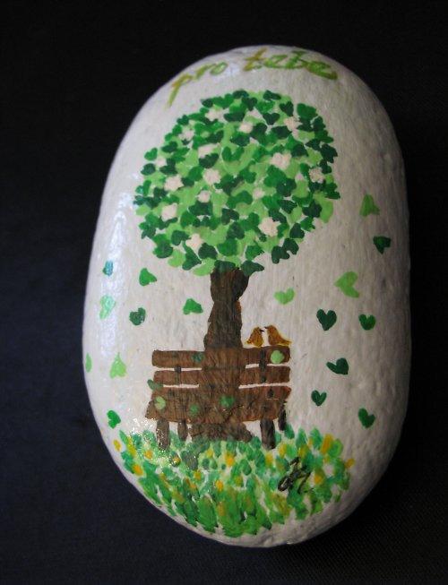 malovaný kamínek POD STROMEM