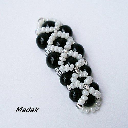 black & white ... šitý přívěsek, VÝPRODEJ