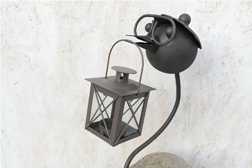 Ptak kov a kámen velký s lucernou