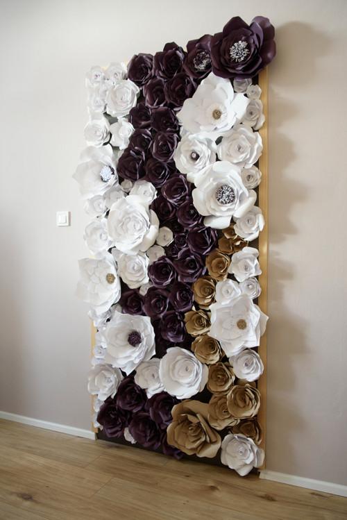 Elegantní stěna z papírových květin