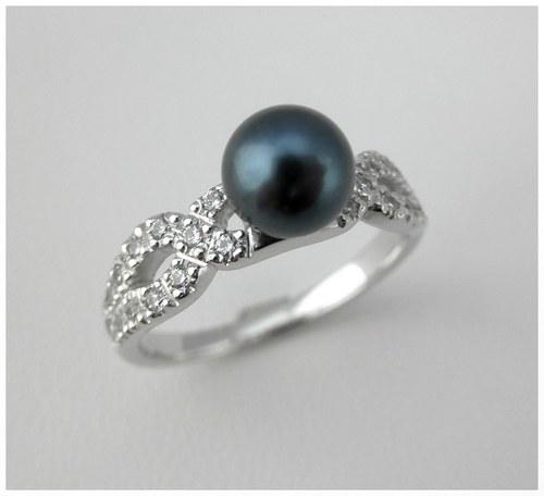 Prsten s černou perlou a zirkony