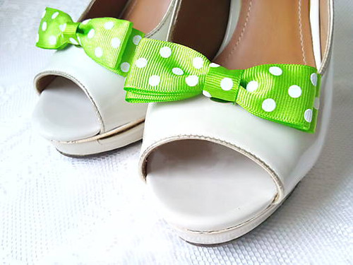 Pin Up shoe clips (apple green/white polka dots)