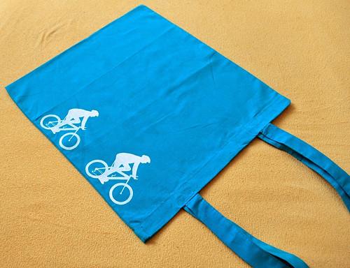 Tyrkysová taška s bílými cyklisty