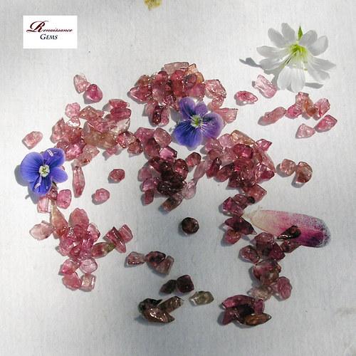 Růžový turmalín zlomky - 20 kusů