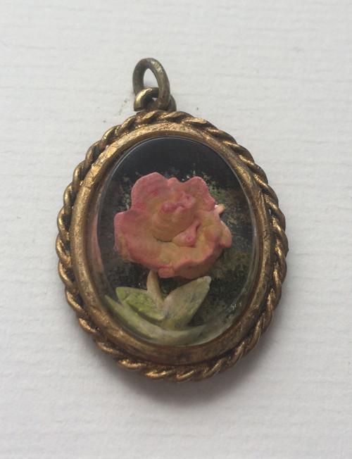 Přívěšek kamélie