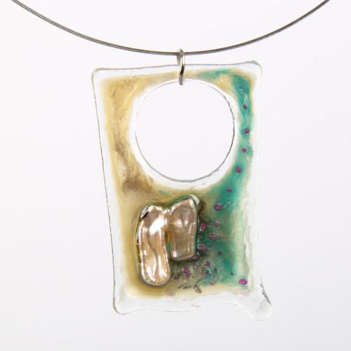 Perla říční na skleněném lůžku