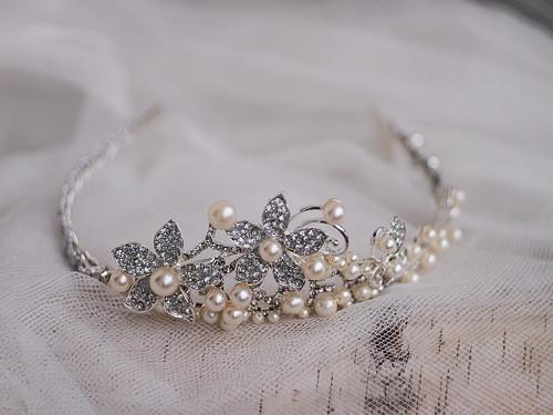 slavnostní diadém - tiara se štrasem a perličkami